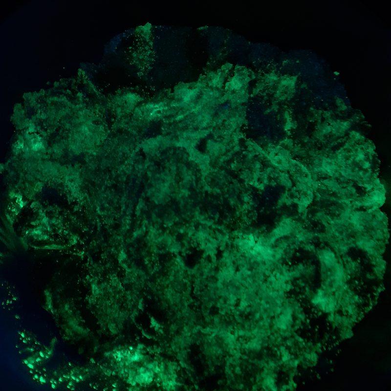 Arena kinética fosforescente