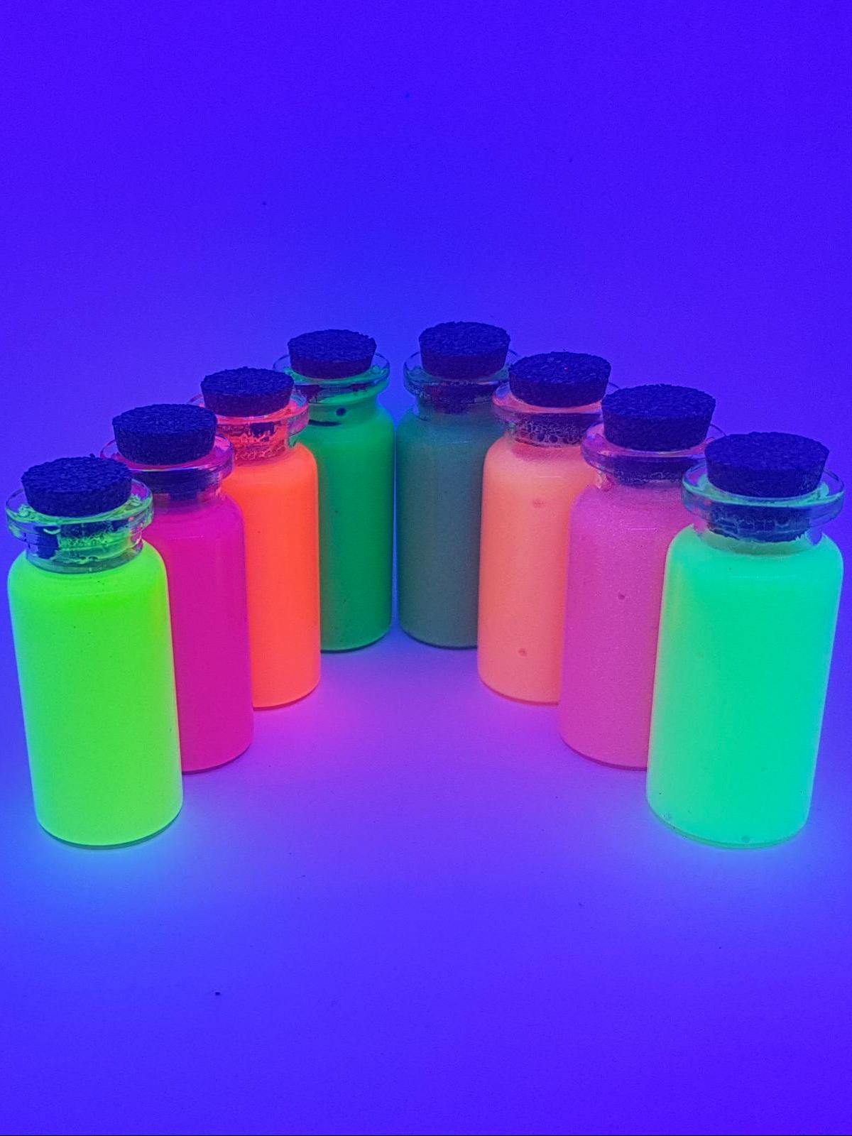 Pinturas base agua fluorescentes y fosforescentes