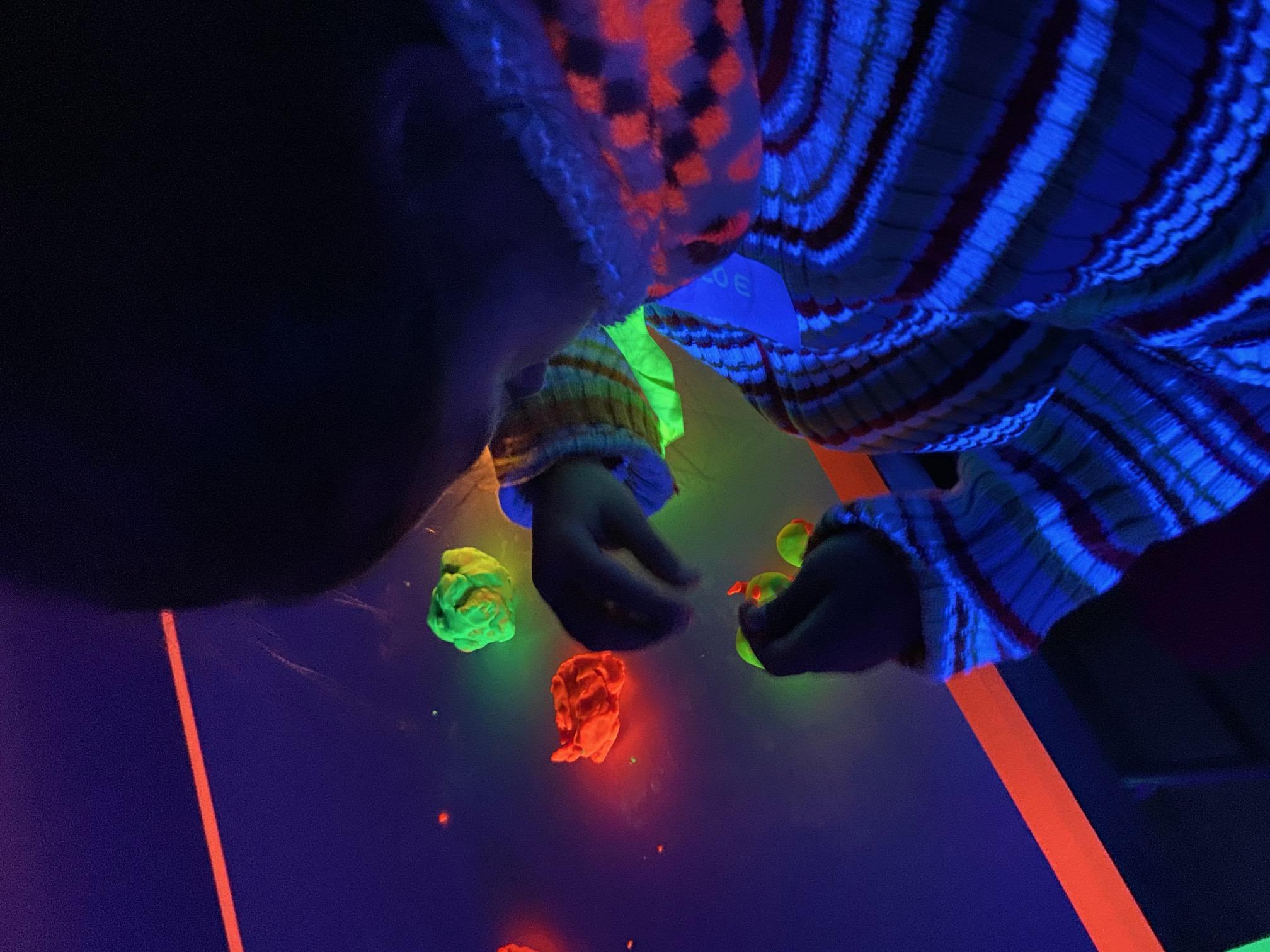 Semana de la ciencia de Sarriguren Jugando con Nuria, talleres de luz