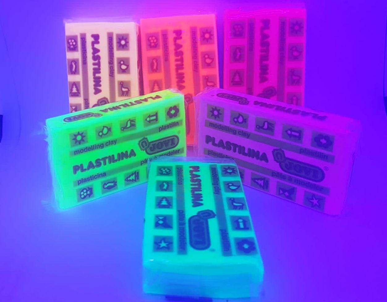 Plastilina fluorescente